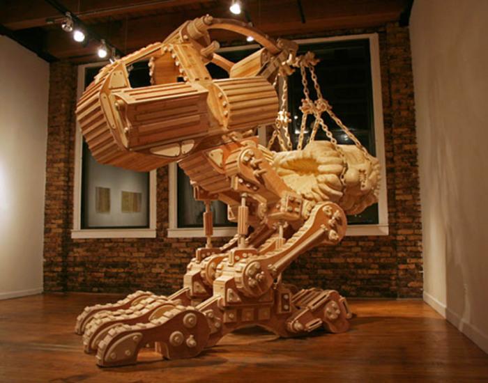 Величественный деревянный робот.