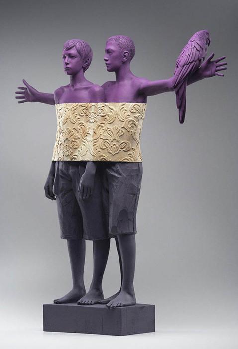 Необычные деревянные скульптуры, несущие в себе скрытый смысл.