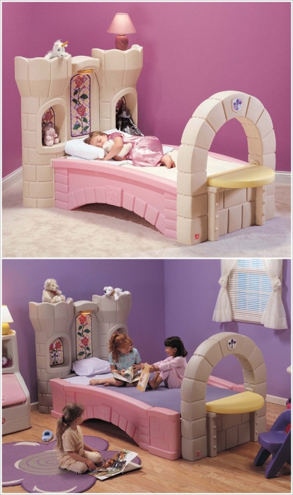 Милая кроватка в виде замка.