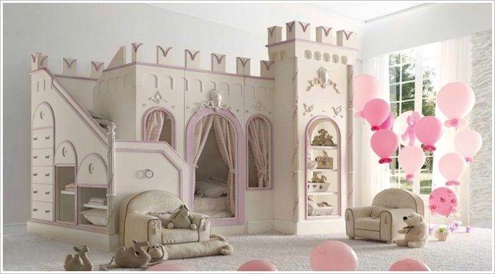 Кровать в виде замка для настоящих принцесс.