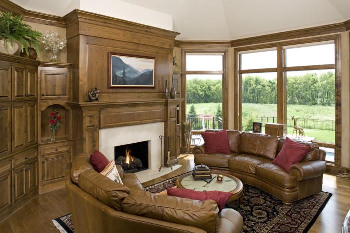 Кожаные диваны для уютной гостиной.
