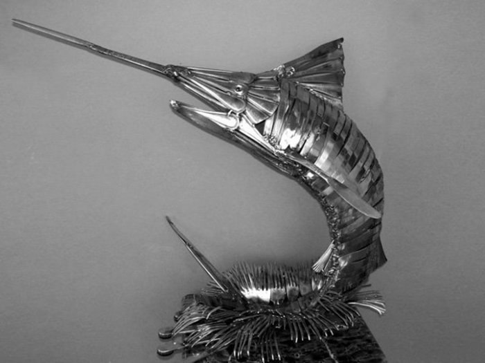 На создание одной скульптуры у художника уходит от нескольких часов до месяца, в зависимости от размера и количества деталей работы.