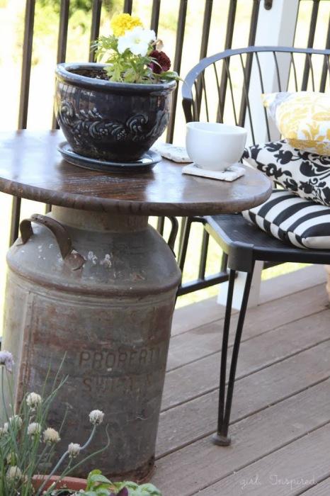 Милый кофейный столик.