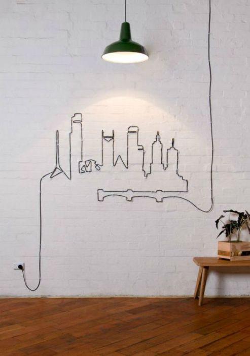 Украшение на стену из длинного провода.