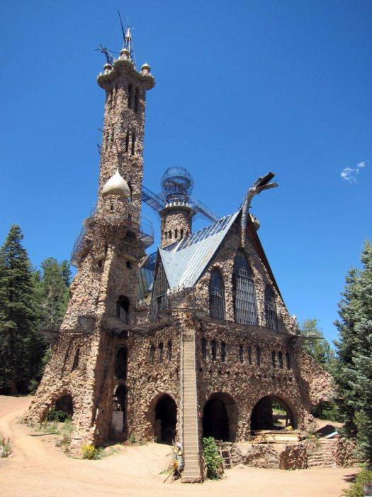 Один из самых безумных замков на Земле.