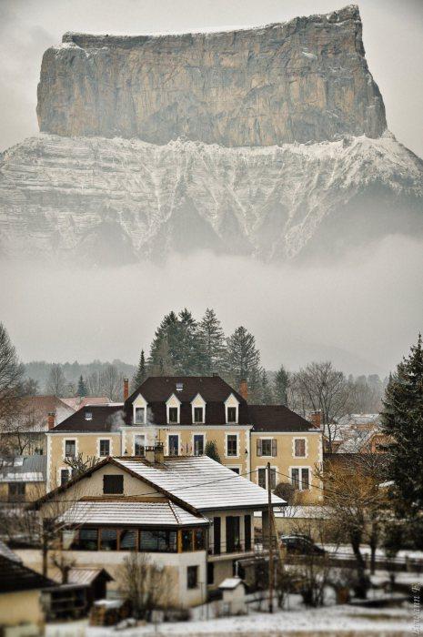 Коммуна во Франции близ Альп.