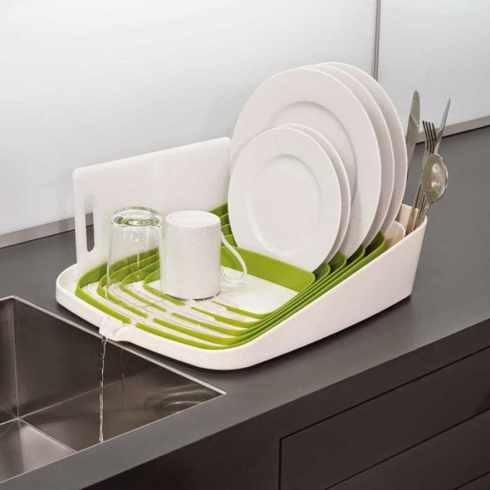 Прекрасная силиконовая сушилка, в которой посуда не будет портиться и повреждаться.