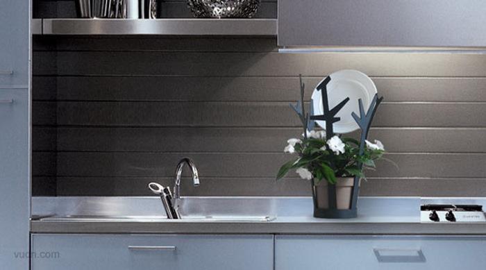 Необычный и изысканный способ сушить посуду и выращивать растения.