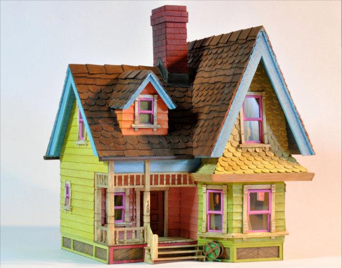 Летающий домик из известного мультфильма.