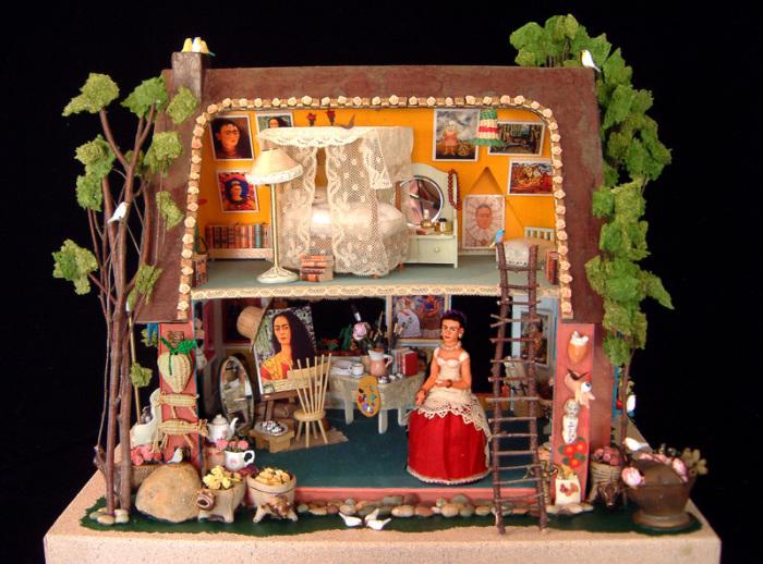Игрушечный дом для мексиканской художницы Фриды Кало, выполненный с огромным вниманием ко всем деталям.