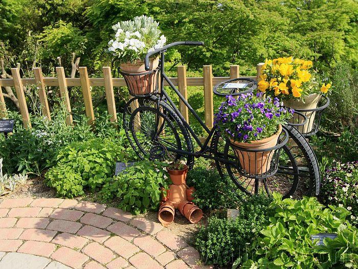 Интересное украшение для сада.