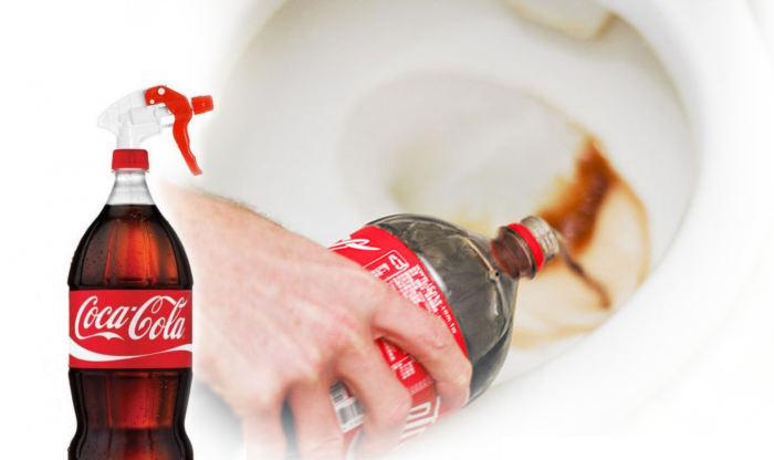 Кока-Кола поможет легко отмыть грязный туалет.