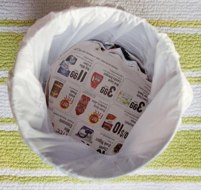 Предотвращение протекания мусорного пакета.