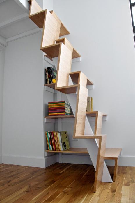 Лестница с большими ступеньками.