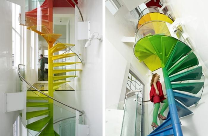 Лестница разных цветов радуги.