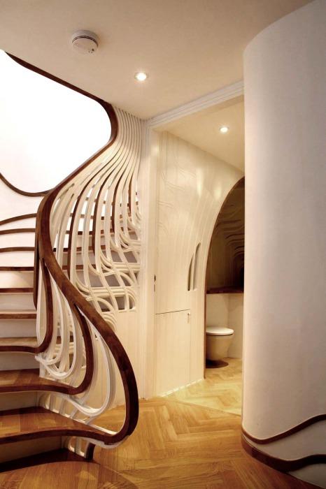 Обычная лестница с оригинальным дизайном.