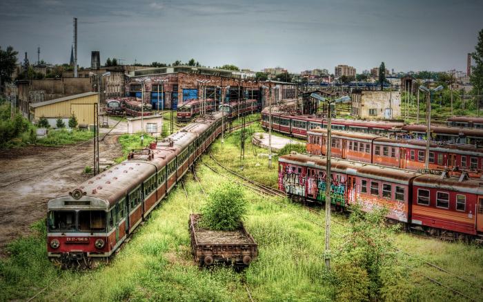 Один лишь вид этих заброшенных вагонов поездов завораживает и заставляет задуматься о всесильности времени.