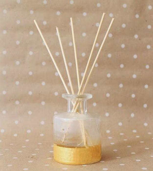 Благодаря лимонному, мятному или лавандовому эфирному маслу комната моментально наполнится успокаивающим весенним ароматом.