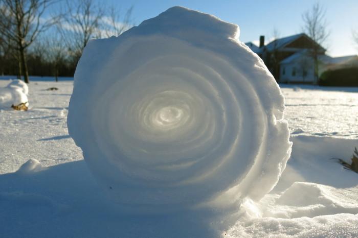 Снег, свернувшийся в трубочку.