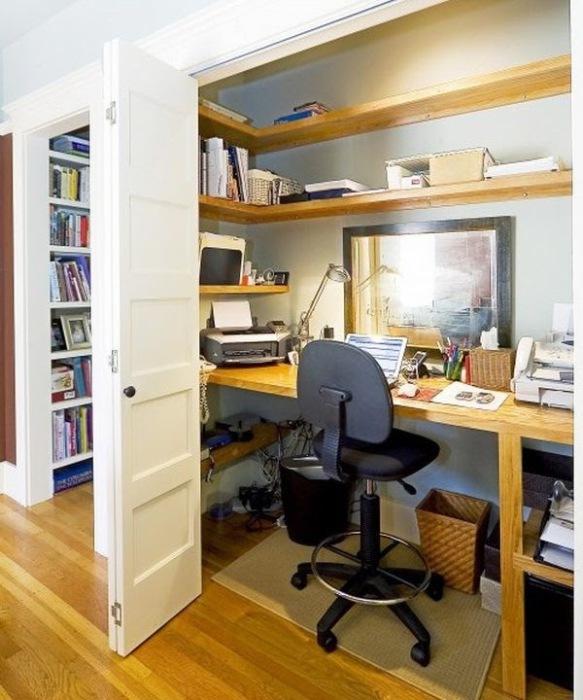 Рабочее место внутри шкафа.