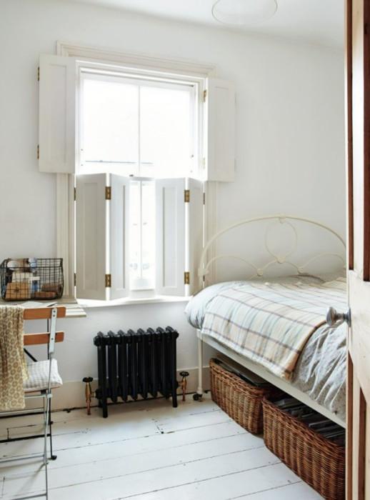 Комната с подобными ставнями смотрится эффектно и стильно.