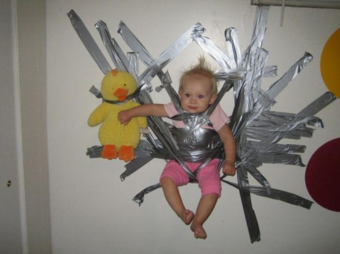 Пример того, как не нужно развлекать и воспитывать своего ребенка.