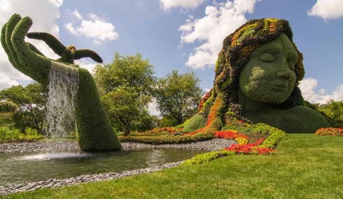Огромные скульптуры из растений в ботаническом саду в Монреале.