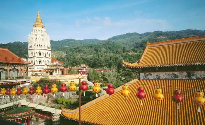 Великолепный буддистский храм в Малайзии.