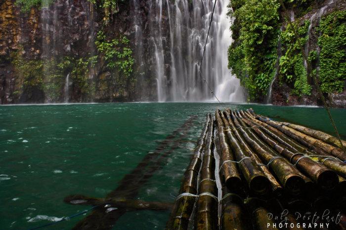 Великолепный водопад Тинаго в городе Иллиган.