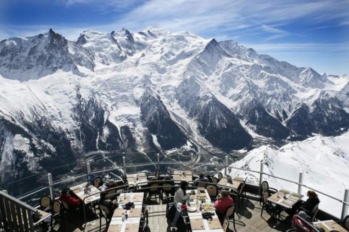 Ресторан с видом на гору Монблан.