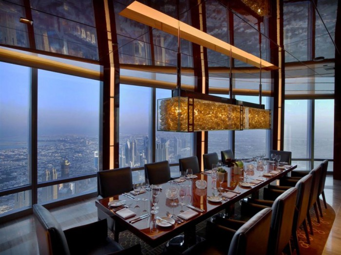 Ресторан на 122 этаже здания «Бурдж Халифа».