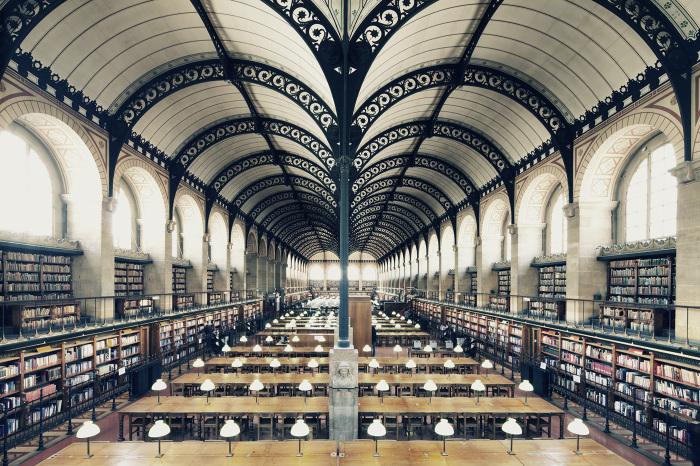 Монументальное помещение библиотеки.