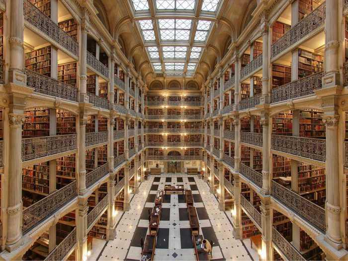 Эту библиотеку называют Собором книг.
