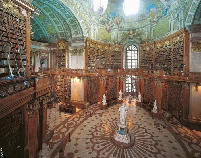 Интерьер и экстерьер библиотеки впечатляющий.