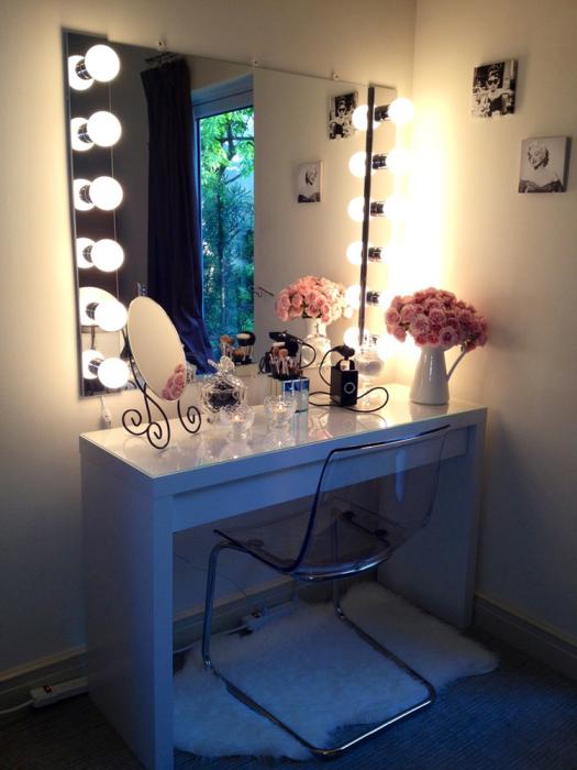 Туалетные столики с зеркалом и подсветкой
