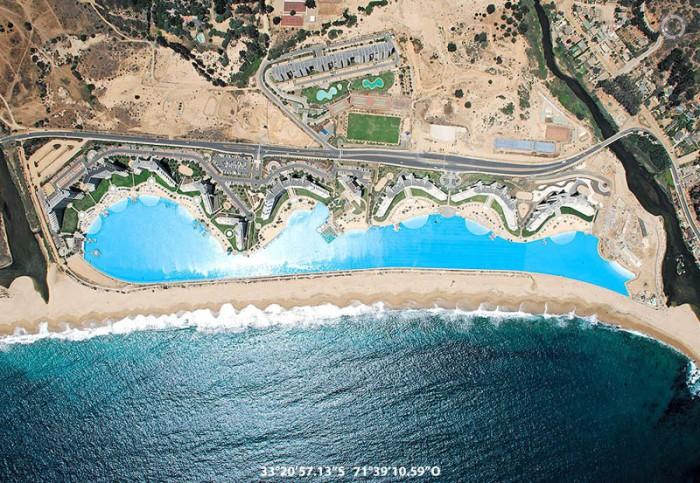 Самый большой в мире плавательный бассейн в Чили.