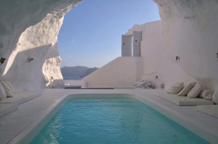 Отель Катикис на белой скале.