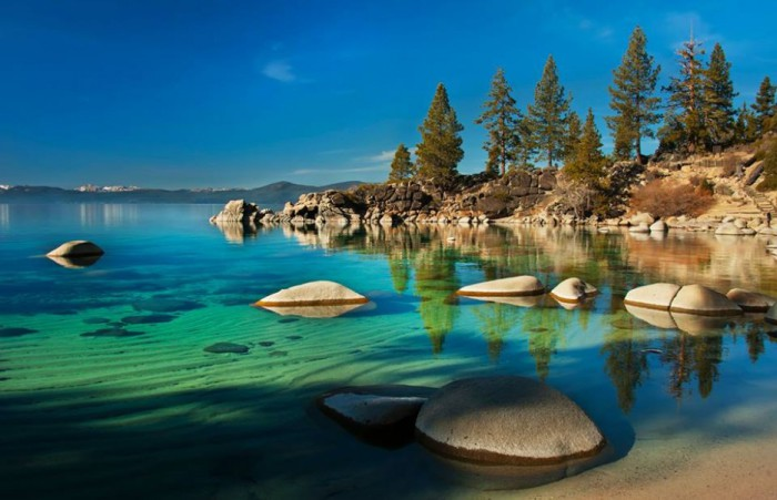 Озеро Тахо в США.