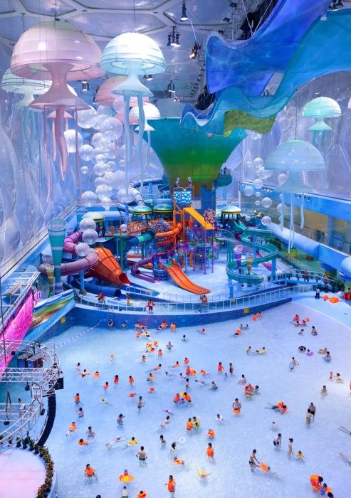 Огромный аквапарк в Китае.