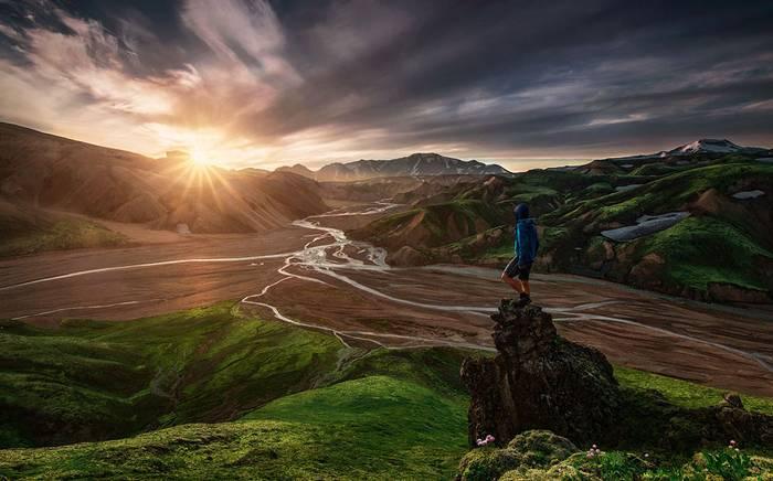 Великолепный рассвет на вершине горы.