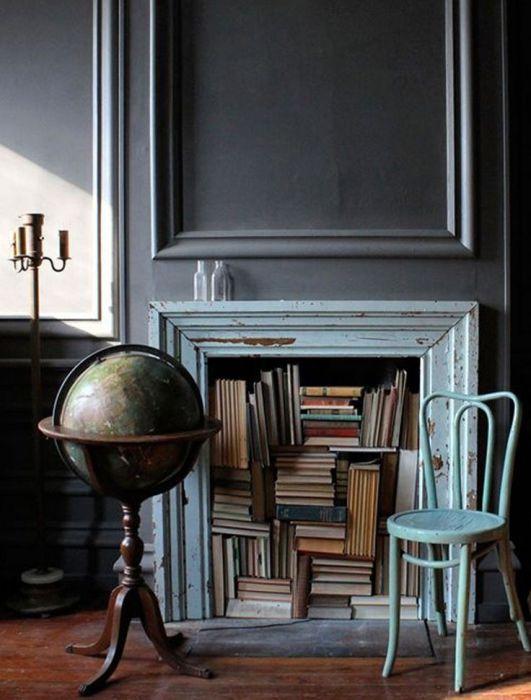 Оригинальный способ заменить привычную книжную полку.