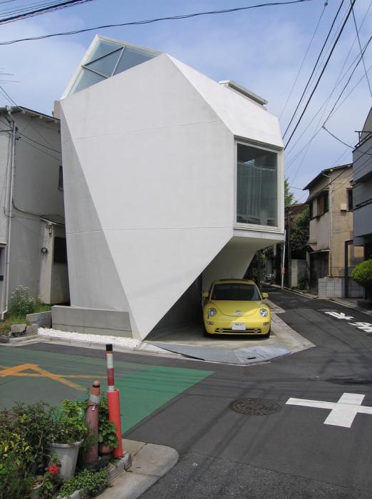 Внешний вид этого дома сильно напоминает оригами.