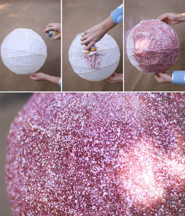 Розовый  посыпанный блестками диско-шар.