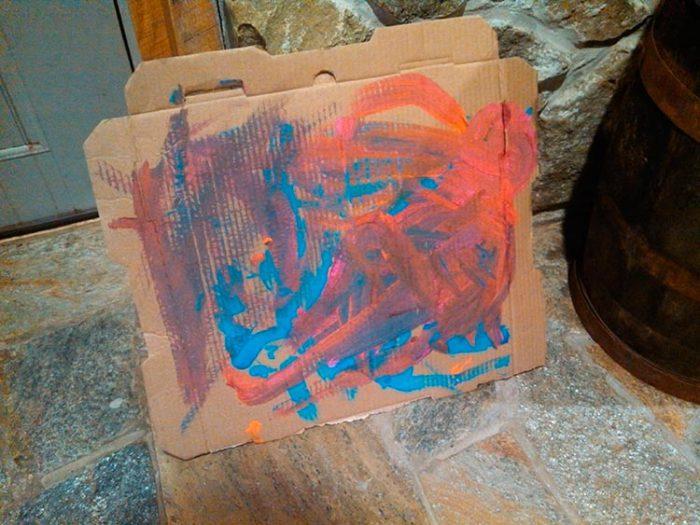 Коробки из-под пиццы как место для рисования.