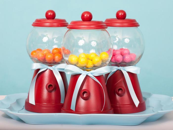Автомат со вкусными сладостями.