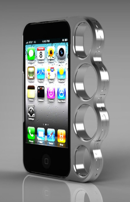 Чехол для смартфона в виде кастета.