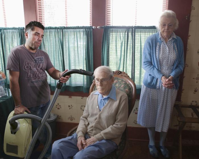 В пожилом возрасте люди нуждаются в особо тщательном уходе.