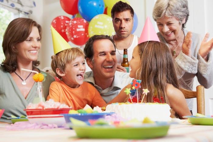 Семья, в которой не все рады празднику.