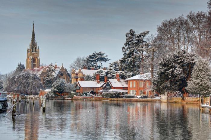 Зимний город Марлоу в Великобритании.