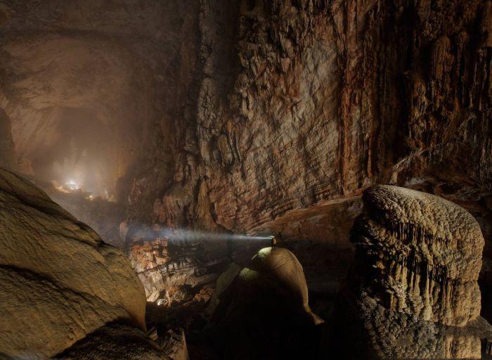 Пещера горной реки, являющаяся самой крупной в мире.